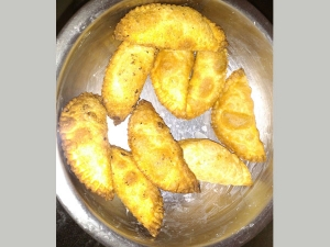 Tricks To Make Crispy Karanji For Ganesh Chathurti