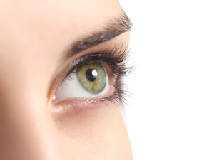 Simple Home Remedies To Treat Dry Skin Around Eyes