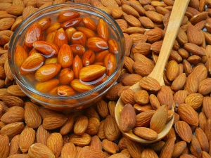 Soak Four Almonds Overnight And Eat It Next Morning See Its Amazing Health Benefits
