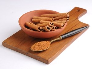 How To Use Cinnamon In Your Makeup Routine