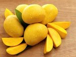 Ten Amazing Benefits Of Using Mango On Hair