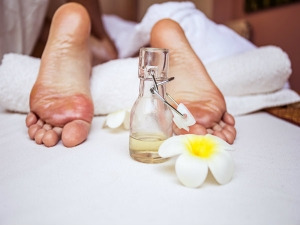 Reasons To Put Essential Oil On The Bottom Of Your Feet