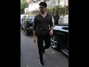 Siddharth Malhotra Epitomizes Coolness Keeps Up To His Fashionista Label