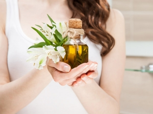 Natural Oils For Dry And Damaged Hair
