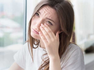 Quick Home Remedies To Treat Your Puffy Eyes And Eye Bags