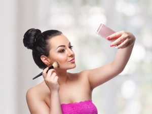 All You Need To Know About Bronzer And Its Uses