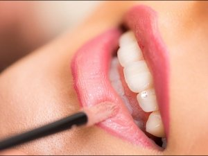 Colour Of Lipstick Determines Whiteness Of Teeth Really