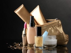 When Is The Right Time To Toss Your Makeup