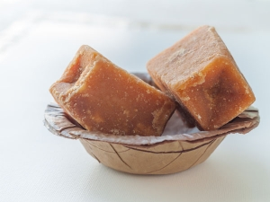 Health Benefits Of Jaggery During Winter