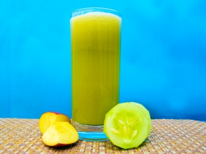Cucumber And Apple Juice For Healthy Skin
