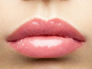 How Get Glossy Lips Overnight