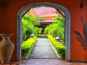 Garden Arch Styles That Transform Your Outdoor Space