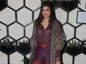 Omg Athiya Shetty Makes Bold Fashion Choice At Birthday Par