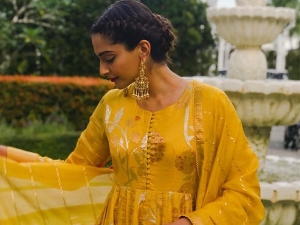 Sonam Kapoor S Traditional Look Made Our Day More Cheerful