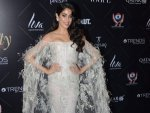 Wow Janhvi Kapoor Is Setting New Trend With This Feathered