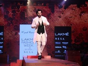 Varun Dhawan Showstopper Kunal Rawal At Lfw
