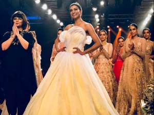 Sushmita Sen Showstopper At The Finale Bombay Times Fashion Week