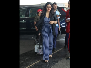 Of Indigo Stripes Kajol S Latest Airport Look Is So Worth Copying