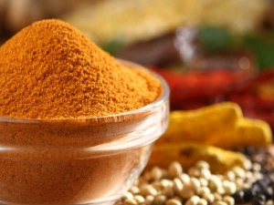 Get Rid Of Oily Skin Easily At Home Using Turmeric!
