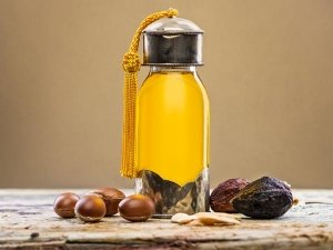 How To Use Jojoba Oil For Hair Care