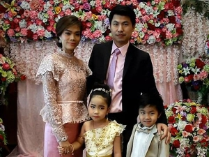 Brother And Sister Twin Were Married In A Buddhist Ritual
