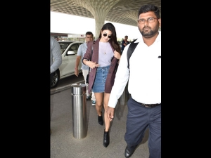 Jacqueline Fernandez Spotted At The Airport A Smart Outfit