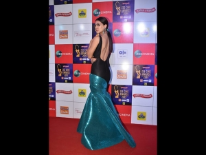 Kriti Sanon A Black Blue Gown At The Zee Cine Awards