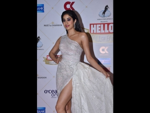 Janhvi Kapoor A Bold Silver Gown At The Hello Hall Fame Awards