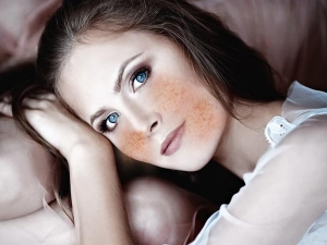 How Fake Freckles With Make Up