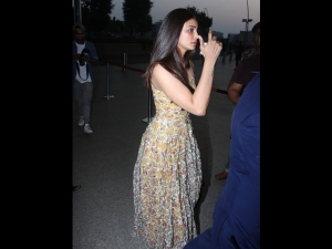 Daisy Shah Spotted In A Floral Dress At The Airport
