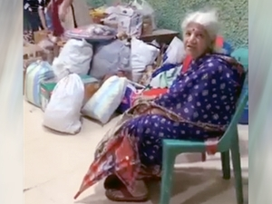 75 Year Old Maharashtrian Woman Donates For Flood Victims