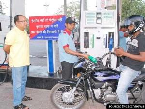 No Helmet No Fuel Rule Soon To Arrive In Bengaluru