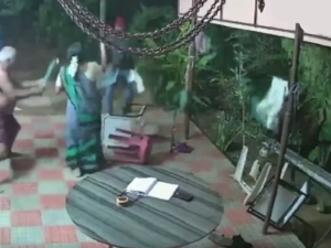 Old Couple In Tamilnadu Fight Off Robbers Social Media Users Applauded Their Bravery