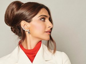 Sonam Kapoors 80s Hairstyle For The Zoya Factor Promotions