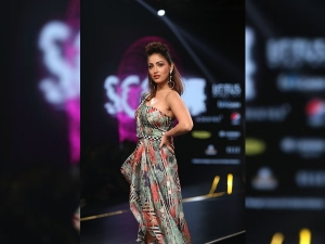 Yami Gautam S Showstopper Dress At Lotus Makeup India Fashion Week Ss20