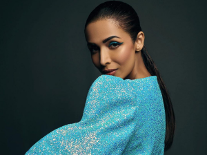 Malaika Arora Wears A Stunning Thick Blue Eyeliner Make Up Look For Jimmy Choo Event
