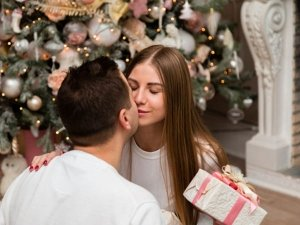 Signs Your Girlfriend Truly Loves You