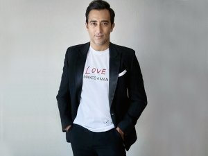 Rahul Khanna Brings Back The Male Polish Trend With His Latest Instagram Story