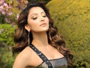 Urvashi Rautela Flaunts A Graphic Eyeliner Makeup