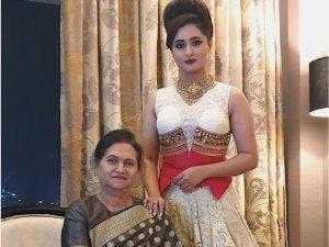 Rashami Desai Poses With Her Family In Wow Ethnic Attire