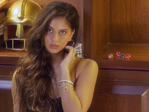 Suhana Khan In A Gold Dewy Make Up Perfect For Dusky Skin