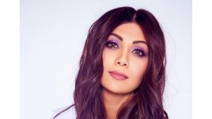 Shilpa Shetty Rocks Purple Eye Makeup Look For Hungama 2 Promotions