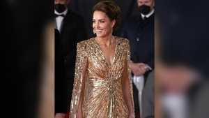 Kate Middleton S Golden Gown At The Premiere Of The James Bond Movie No Time To Die