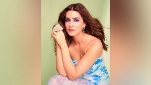 Kriti Sanon In A Blue And Green Floral Gown For Hum Do Hamare Do Promotions