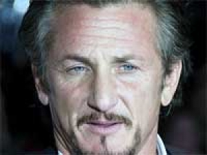 Sean Penn Kicked Photographer