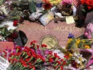 Jackson Fans Vandalized Tomb