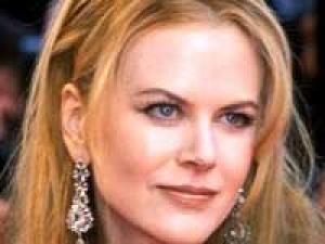 Nicole Kidman Baby Daughter Kiss 100211 Aid