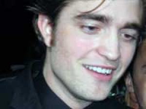 Robert Pattinson Oscars 190211 Aid