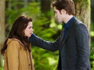 Robert Pattinson Worried Sick 220211 Aid