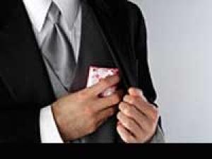 Wedding Gifts Groom Tips 220311 Aid